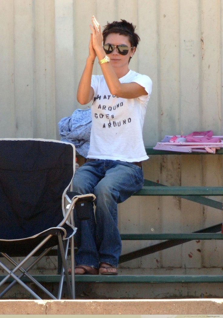 Not always a huge fan of Victoria Beckham, but I LOVE this haircut! Love that she's actually casual in flip-flops, jeans and t-shirt, too!
