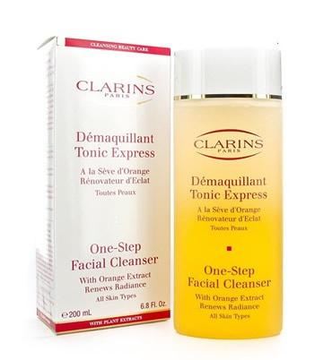 CLARINS Démaquillant Tonic Express, suave y para todo tipo de piel.Renueva el resplandor de la piel gracias a la suavidad de los extractos de naranja y semillas de moringa, eliminando cualquier resto de maquillaje, impurezas y células muertas que apagan el brillo de la piel,renovando así el resplandor de la piel.  http://www.perfumeriarosy.es/tiendaonline/cosmeticos/clarins.html