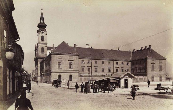 Batthyány (Bomba) tér, az Erzsébet apácák kolostora és kórháza (ma szociális otthon). A felvétel 1890 után készült. A kép forrását kérjük így adja meg: Fortepan / Budapest Főváros Levéltára. Levéltári jelzet: HU.BFL.XV.19.d.1.08.045