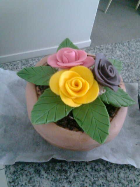 Flower plant fondant icing cake