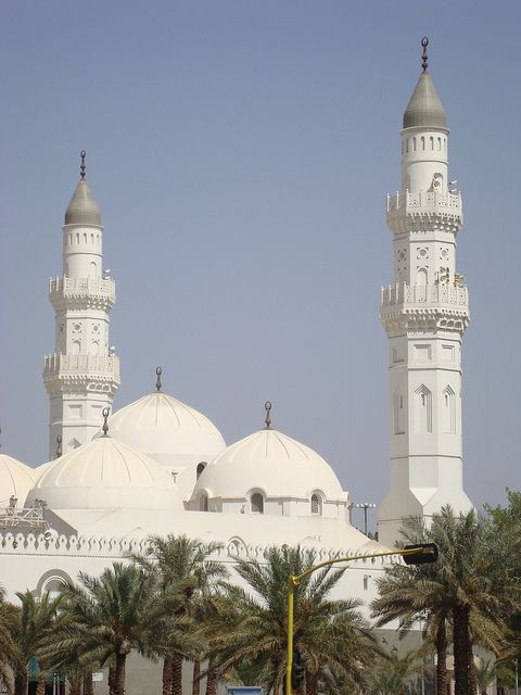 The white minarets of Masjid Quba in Medina, Saudi Arabia (by Ammer Amin).