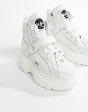 d4e2429c35f Buffalo Classic Hightop Platform Trainers in White
