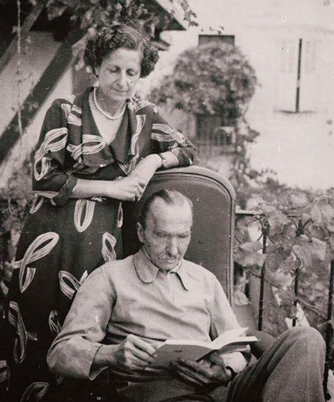 Ο Νίκος Καζαντζάκης με την συζυγο του Ελένη.