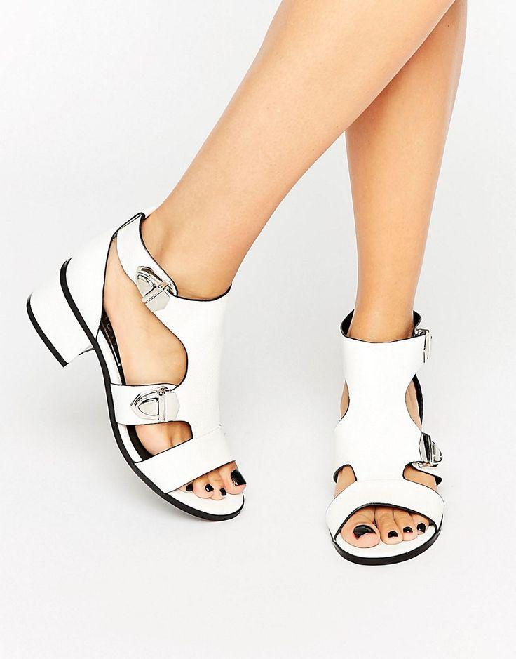 Bild 1 von Eeight – Salma – Weiße Sandalen mit Schnallen