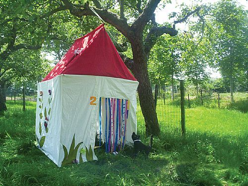 Speeltent Gezellig huisje van Hanging Houses / Playing tent Cosy Cottage from Hanging Houses