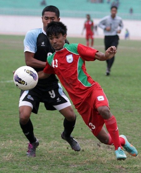 Northern Mariana Island player Michael Joseph Barry (L) and Bangladesh player Mohammad Toklis Ahmed (R) tussle for the ball