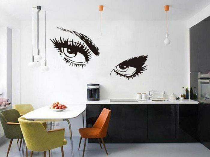 kreative wandgestaltung küche wandtattoo farbige küchenstühle ...