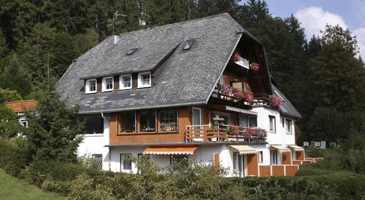 Hotel-Pension Thomé Hinterzarten This 3-star hotel in Hinterzarten sits amid the beautiful tree-lined landscapes of the Black Forest, close to the Titisee lake and the famous Feldberg mountain.