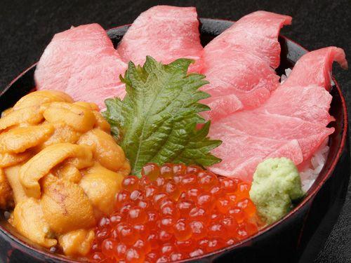 トロ・ウニ・イクラ丼 1,700円