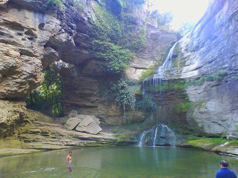 La Roca Foradada y la bonita zona de baño en la cascada del torrente de la Rotllada / Sendero · La Foradada   Cantonigròs