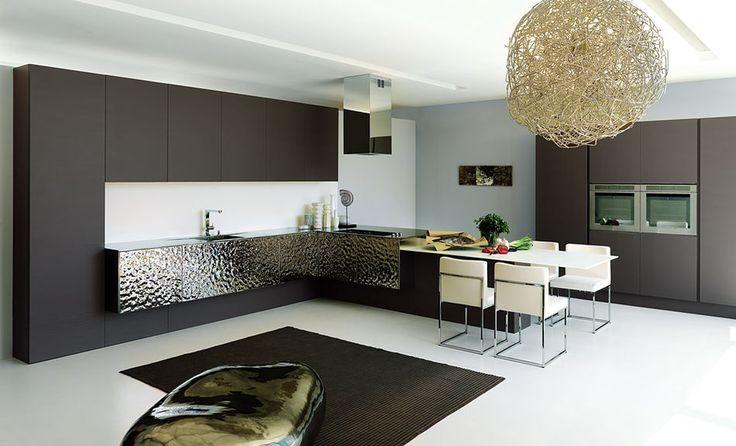 Další novou značkou v naší nabídce je výrobce kuchyní Aster, kterého charakterizují jednoduché a elegantní linie, přesvědčit se můžete zde: http://www.saloncardinal.com/galerie-aster
