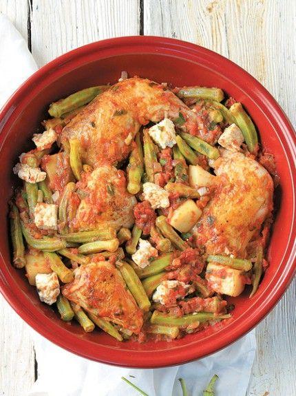 Κοτόπουλο με μπάμιες, πατάτες και φέτα στον φούρνο