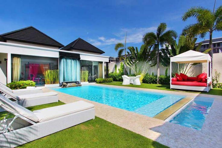 #splendide #villa avec #piscineàdébordement dans un #luxuriant #jardin #tropical.