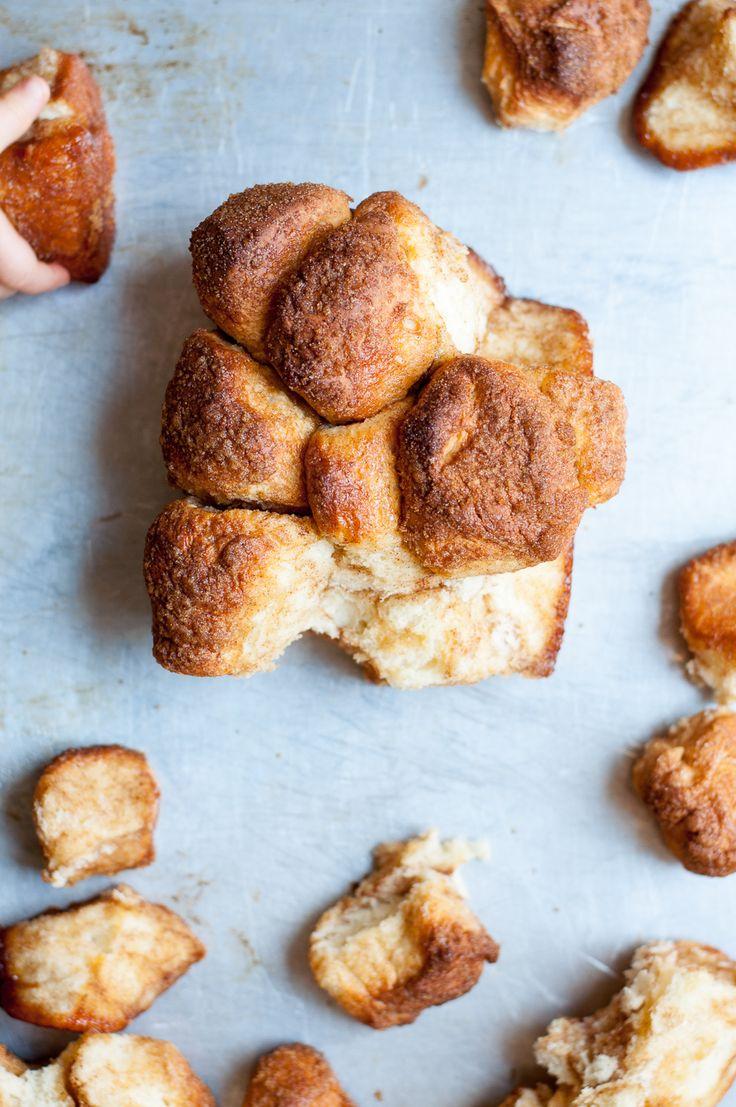 Zuckersüßes Monkey Bread - außen karamellisiert und innen luftiges Hefegebäck für Groß und Klein.