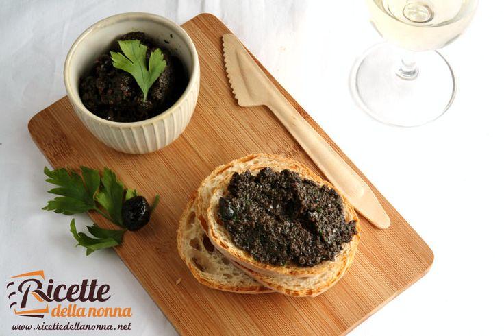 Avete presente la classica bruschetta che trovate nel menu del ristorante? Beh, quella con il patè di olive fatto in casa ha tutto un altro gusto. Una ricetta semplice, rapida e gustosa. Preparazione Frullate le olive con l'olio, lo spichio d'aglio, il sale e il prezzemolo. Tagliate le fette di pane ad unospessore di circa […]