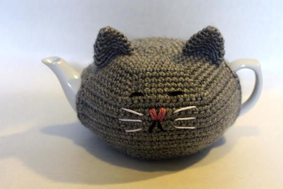 Cat lover & tea lover? Combine your love for those! Cute cat teapot cozy, insulate the teapot so you dont burn yourself whan touching the teapot filled with hot tea. Also helps keeping the tea hot, and it is just plain cute! A good quality teapot is included, to ensure the cozy fits perfectly. Teapot holds 500ml (2 cups) and measure 20cm from spout to handle, is 16cm wide, and 10cm high. Cozy is made of soft and sturdy acrylic yarn, which is easy to care for. This makes a great gift f...