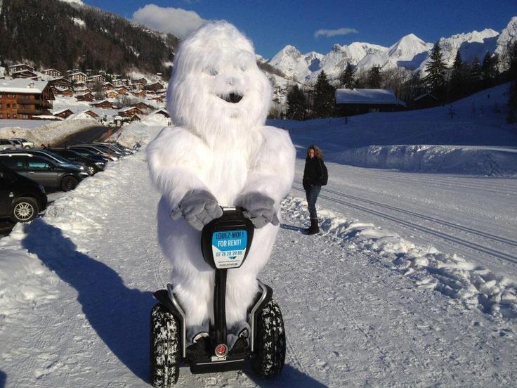 El segway és un vehicle que també es pot conduir sobre la neu! Sinó, pregunteu-li a en Yeti!