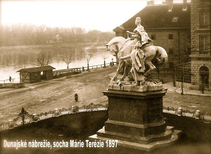 Dunajské nábrežie, socha Márie Terézie v roku 1897