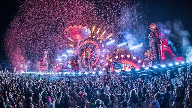 Confetti showers festivalgoers at the Electric Daisy Carnival in Las Vegas on June 17, 2016. (Source: Freedom Film LLC for Insomniac)