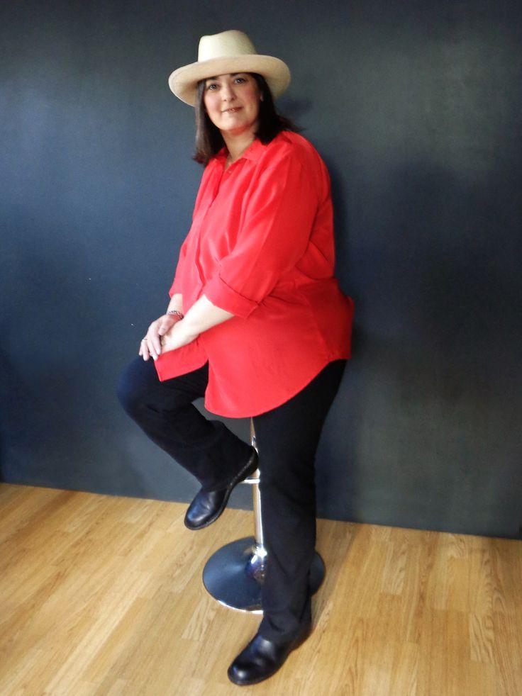 Camisa de gasa roja Con pinza en la espalda para más amplitud Talle L-XL MARCA MAKEVA