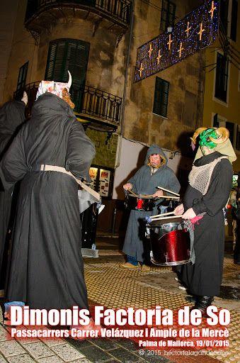 Dimonis Factoria de So. Revetla de Sant Sebastià 2015. Passacarrers Carrer Velázquez i Ample de la Mercè. Palma de Mallorca, 19/01/2015. Fotografías y Video por Héctor Falagán De Cabo. hfilms & photography. Video en Youtube: http://youtu.be/kt3fTL9hRTY http://www.facebook.com/MallorcaFotoCultura http://www.facebook.com/falagandecabo http://www.falagandecabo.com ( 005 )