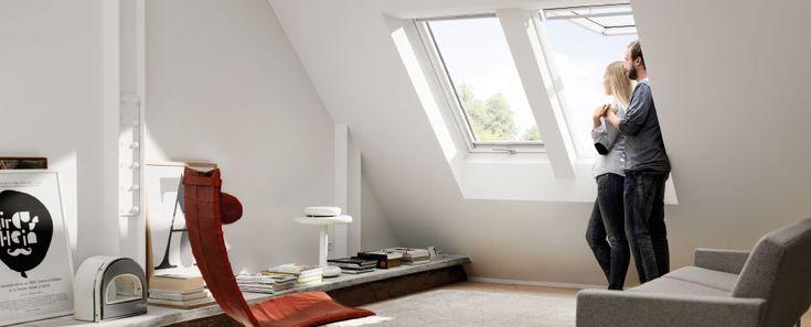 Portano luce e ventilazione nella tua casa, migliorando il tuo comfort. Si possono aprire a vasistas grazie alla la maniglia sulla parte inferiore del battente, ma anche a bilico, grazie alla barra di manovra e ventilazione in alto. Consigliate per installazioni a portata di mano, massimizzano l'ingresso della luce e la visuale. Il battente delle finestre può essere ruotato di 180° per la pulizia del vetro esterno. Le finestre per tetti a vasistas/bilico sono predisposte per l'installazione…