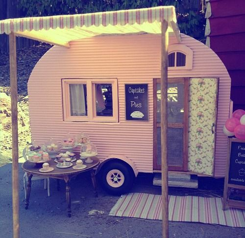 Kim's miniature pink camper - this looks a bit like the one my dh built.
