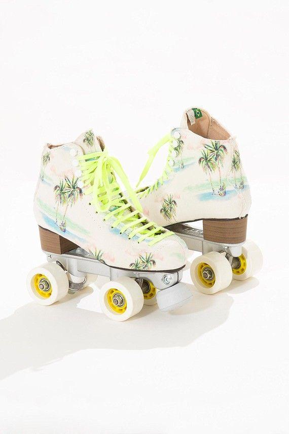 <p>Par de patins na estampa Coqueirão inteiramente forradas e estofadas. A estrutura da bota em fibra deixa os patins leves e resistentes para passeios de lazer ou uso profissional.</p> <p>Rodinhas Start 57mm</p> <p>Rolamentos importados 608</p>