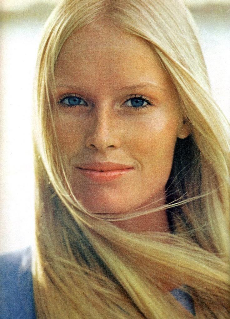 american_vogue_january_1971__gunilla_lindbladh