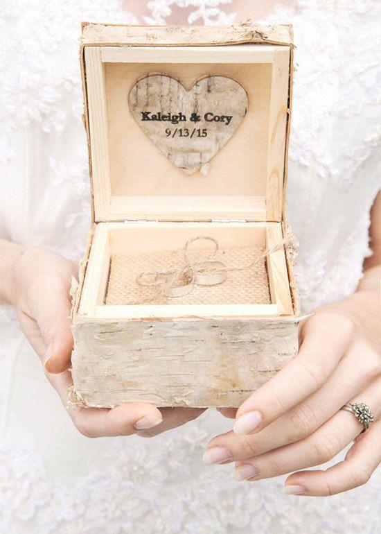 I nomi di corteccia legno anello nuziale al portatore, scatola, scatola dell'anello in legno rustico, incisa sposi di betulla