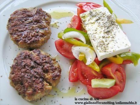 bifteki con insalata greca