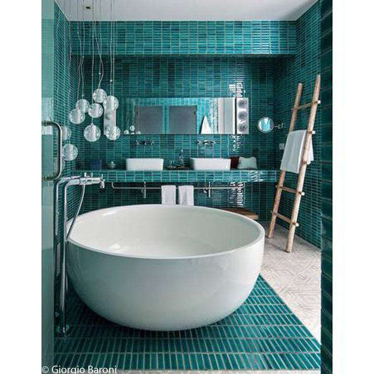 les 25 meilleures id es de la cat gorie baignoire ronde sur pinterest baignoire 2 places sdb. Black Bedroom Furniture Sets. Home Design Ideas
