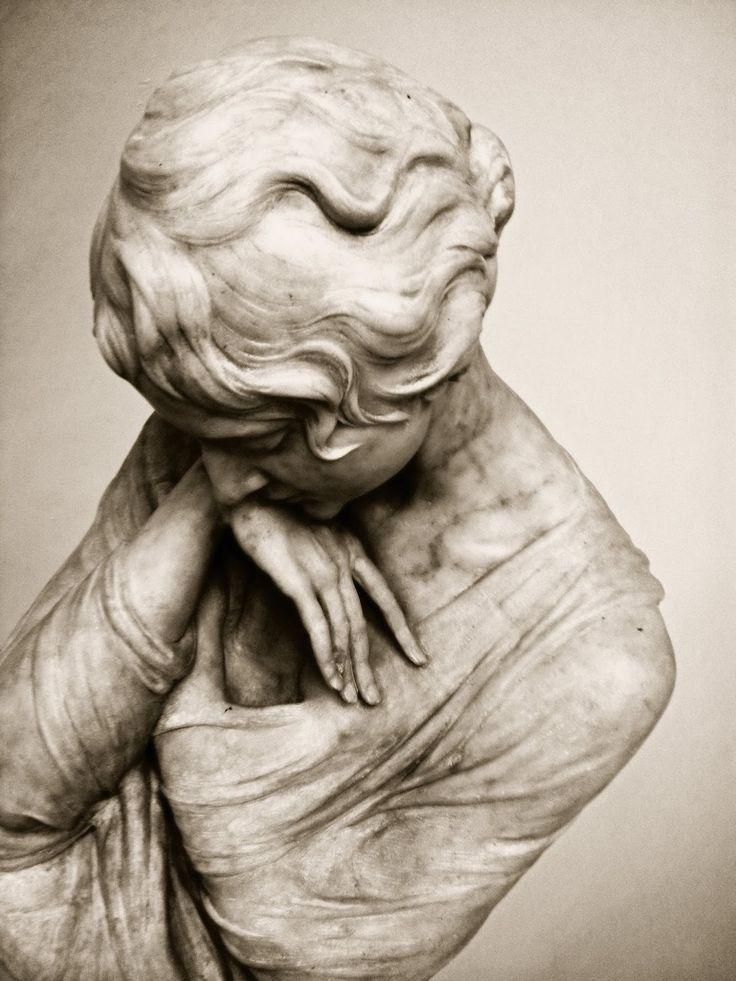 """""""Опера"""", di Pietro Canonica"""