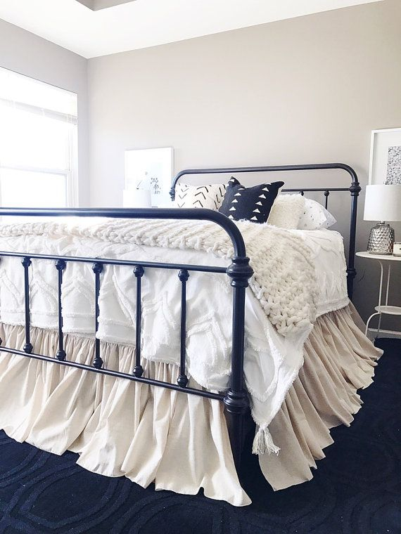 17 best ideas about dust ruffle on pinterest bed skirts sewing pillow cases and throw pillow. Black Bedroom Furniture Sets. Home Design Ideas