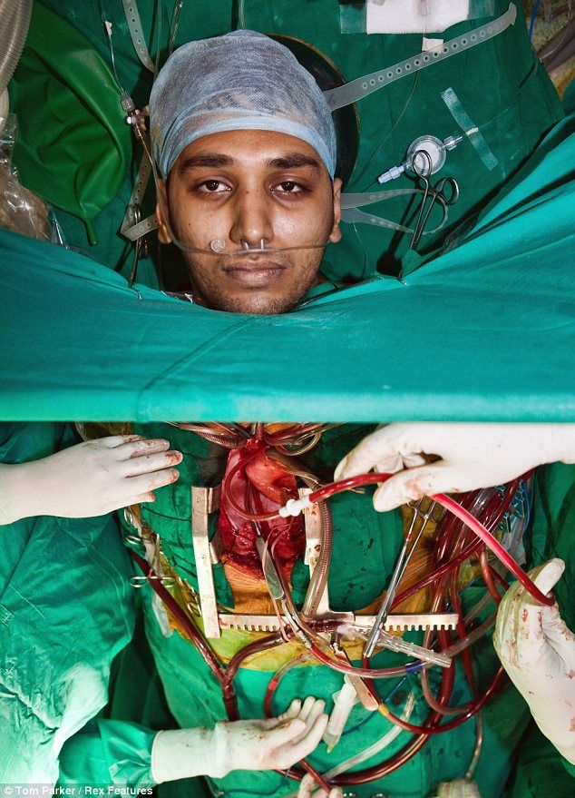 This is the astonishing picture of Swaroup Anand, a 23-year-old patient that went under the knife in Bangalore at Wockhardt Hospital while he was still very much awake. Doctors chose to numb his body with an epidural to the neck rather than send him to sleep with general anaesthesia.