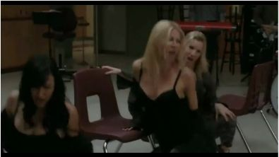 "Gwyneth Paltrow Performs ""Do You Wanna Touch Me"" on Glee Tonight!"