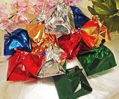 Dom Rodrigos - Os doces Dom Rodrigo são doces tradicionais do Algarve.  São feitos a partir de ovos e açúcar, como a maioria do resto da doçaria conventual. Na receita incluem-se também as amêndoas, omnipresentes na doçaria algarvia.  Em termos de apresentação, os Dom Rodrigo são normalmente embrulhados em papel metalizado colorido, em forma de pirâmide tosca.  Encontram-se com facilidade por todo o Algarve ao longo do ano e não são dispensados em épocas de festa nesta região.