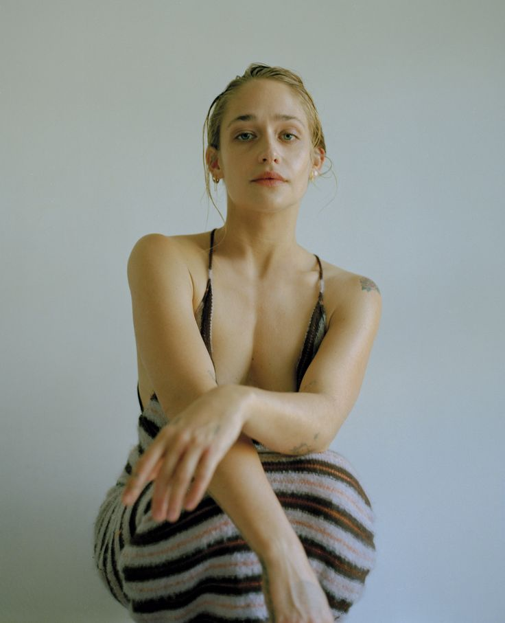 All pictures and more will be available at jemima-kirke.com