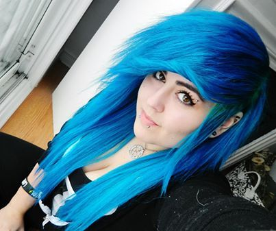Splat Aqua Rush and Blue Envy hair. #scenehair #bluehair #snakebites
