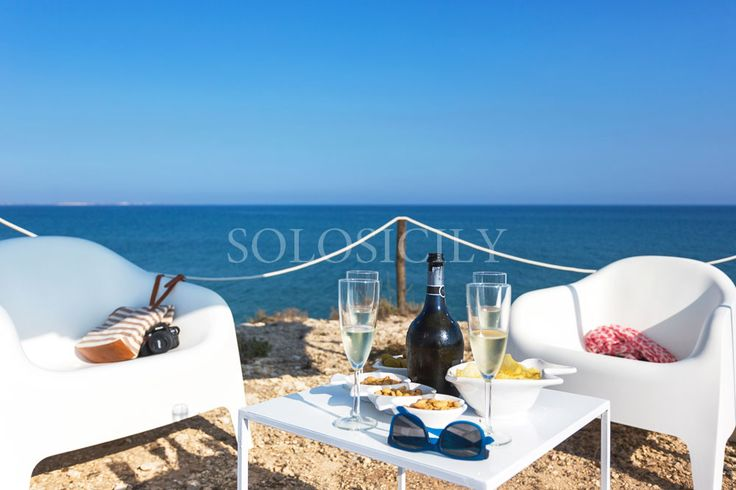 Relax by the sea at gorgeous Baia Faraglioni in Ispica. The perfect place for a relaxing aperitivo! #Sicily #seaside #villa
