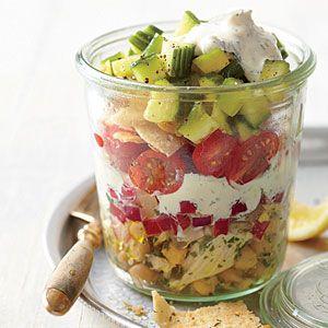 Picnic in a Jar!  What a great idea for a potluck picnic! Looks delicious and festive! #chicken #recipe