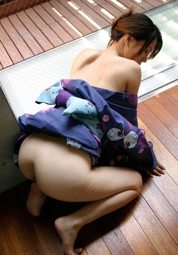 浴衣からチラリと見えたお尻のエロ画像
