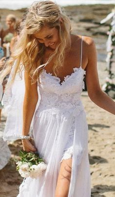 Imagem via Pinterest Podemos ajudar você a planejar e também conhecer os melhores fornecedores para o casamento pé-na-areia dos s...