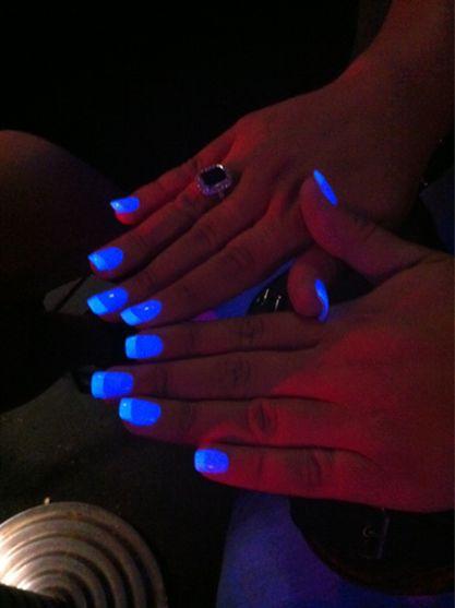 unhas fluorescentes - azul