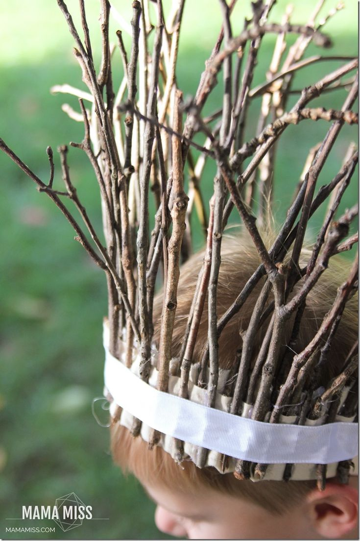 Fancy Stick Crown | @mamamissblog - fun to make and fun to wear! Spark their imaginations with an easy craft you already have the supplies for - right in your yard!
