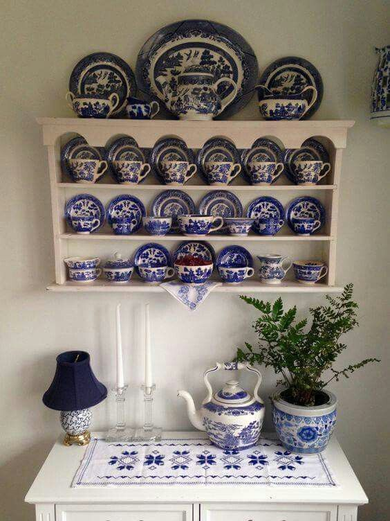 Pretty Blue Willow display.