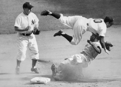 Jackie Robinson & Phil Rizzuto in the '47 World Series1940 S, 1947, Yankees Baseball, 1940S, Second Based, Jackie Robinson, Sports, York Yankees, Phil Rizzuto