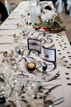 F&J : déco de table (BDG Photography) - mariage cinéma - Plus de décoration cinéma sur Instemporel : http://www.instemporel.com/s/4229_decoration-theme-cinema