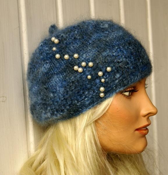 Kuschelig warme, handgestrickte Mütze für die kalte Jahreszeit. Sieht nicht nur schick aus sondern auch total modern und fashionable. Mit dieser Mü...