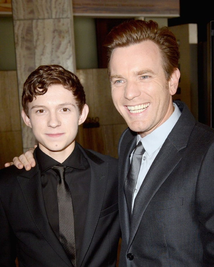 Ewan McGregor and Tom Holland at event of The Impossible